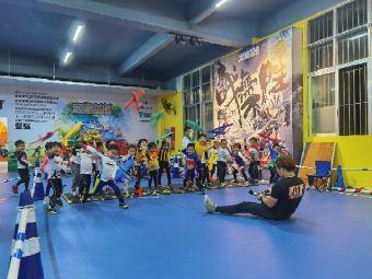 顽童基地儿童平衡车体适能运动亲子馆