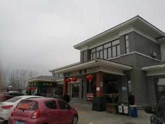 平原服务区-停车场