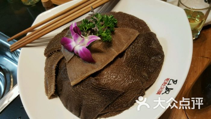 发现我们家这边川菜还是很多的呢,不过都是改良版的,巴奴火锅,重庆