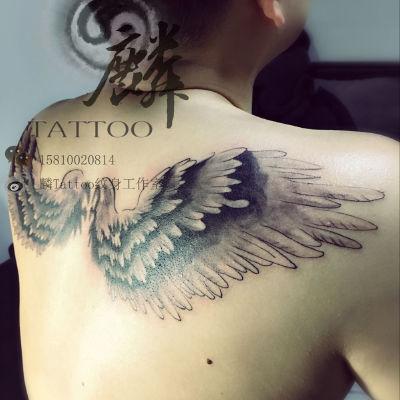 背后翅膀纹身图