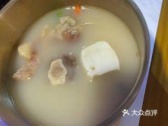 乐刻时韩式餐厅(悦方店)的牛骨汤