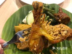 Ayam Penyet Ria的Ayam Penyet