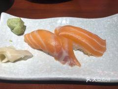 白石的深夜食堂(西安万象天地店)的三文鱼寿司