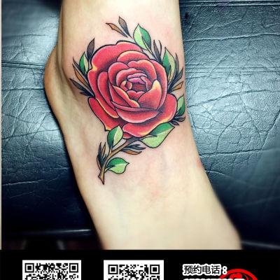 脚背上的玫瑰花纹身图