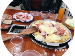 东北烤肉饺子馆的哈尔滨红肠