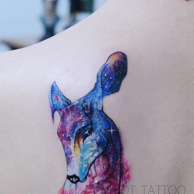 彩色动物鹿造型刺青纹身图