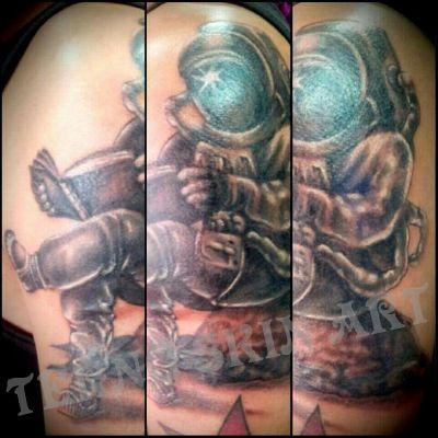 手臂外侧宇航员纹身款式图