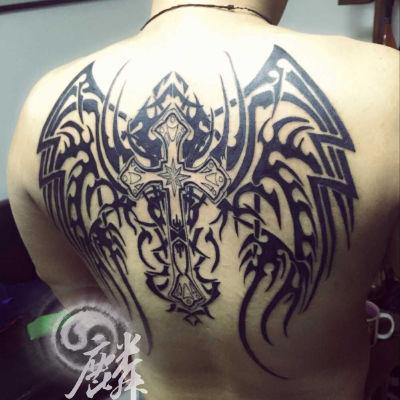 十字架翅膀纹身款式图