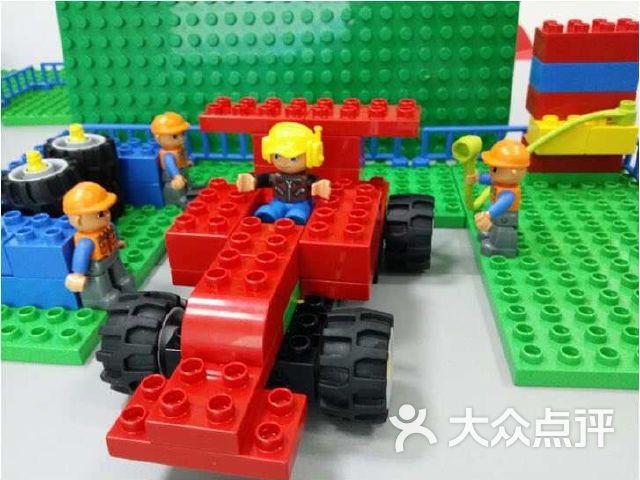 凤凰机器人创意中心
