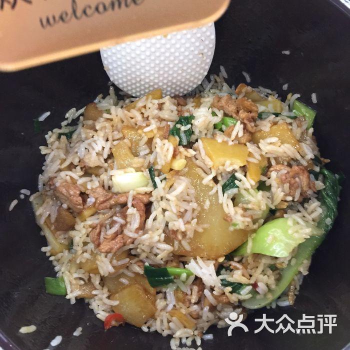 皇尚品紫砂煲拌饭