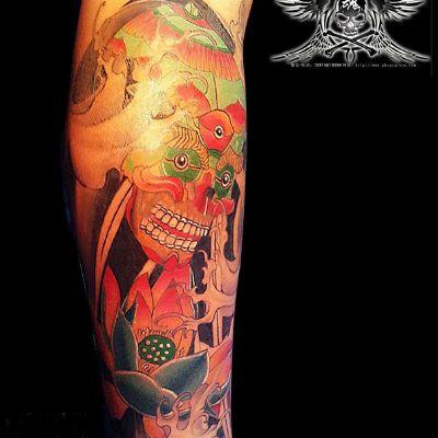 骷髅莲花纹身图