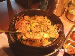 西塔老太太泥炉烤肉(定西路店)的石锅拌饭