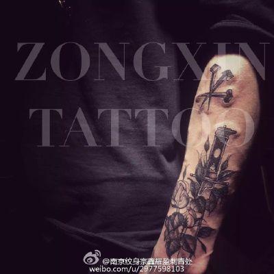 手臂黑灰制作纹身款式图