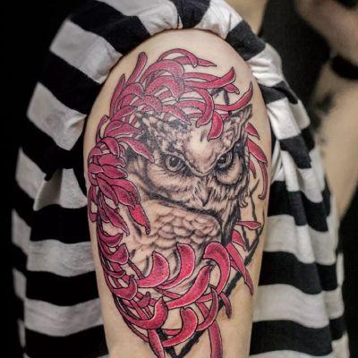 大臂猫头鹰纹身款式图