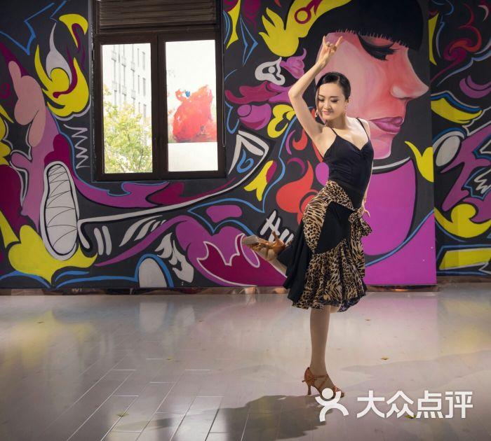 大跹il?..??_舞跹国际舞蹈拉丁图片 - 第3张