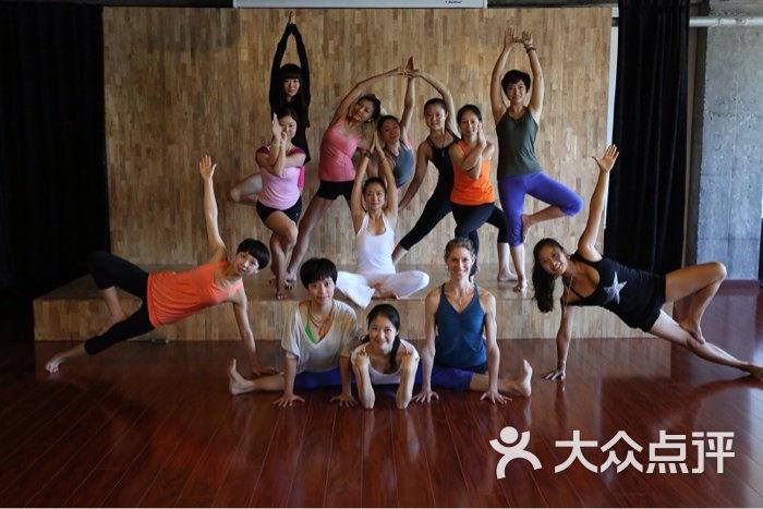 教練集體照_沐光親子瑜伽圖片