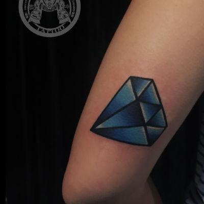 大臂后侧钻石一枚纹身款式图