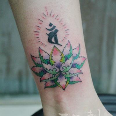 印象刺青-脚踝莲花纹身图