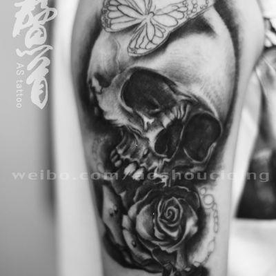 骷髅写实暗黑玫瑰纹身图