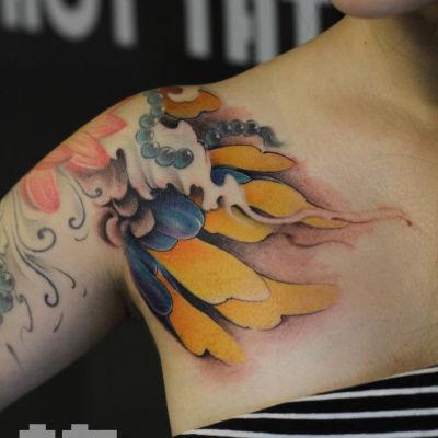 荷花案热刺青纹身图