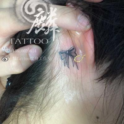 耳后蝴蝶结纹身图