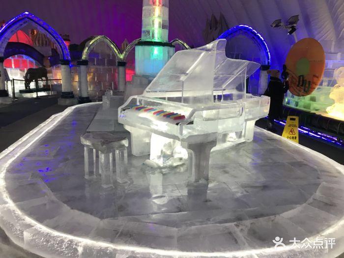 哈爾濱冰雪大世界室內冰雪主題樂園冰雕圖片 - 第1張
