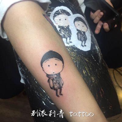 卡通小人可爱人物手臂纹身款式图