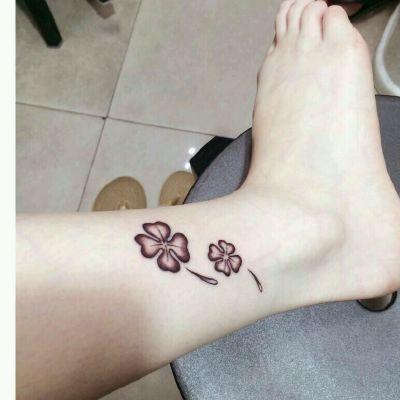 四叶草单色小清新纹身款式图