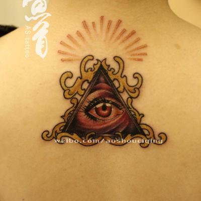 眼睛图腾颈部纹身款式图