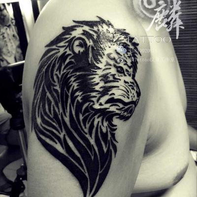 图腾狮子纹身图