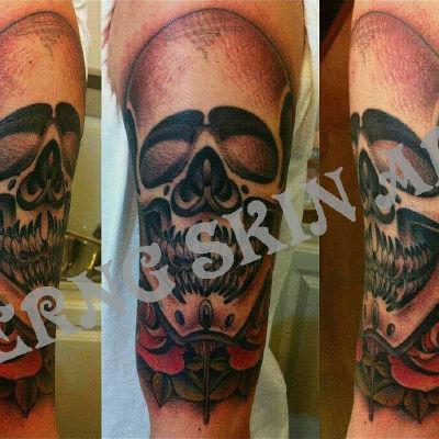 手臂外侧骷髅纹身款式图