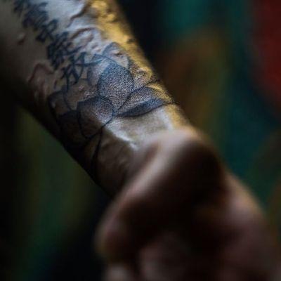 手臂文字纹身款式图