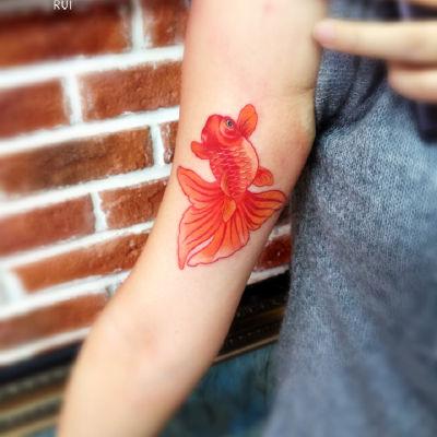情侣金鱼纹身款式图