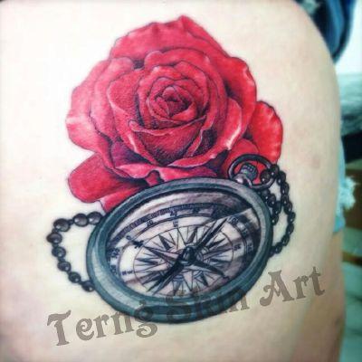 指南针玫瑰彩色写实纹身款式图