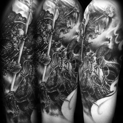 大臂欧美写实纹身图