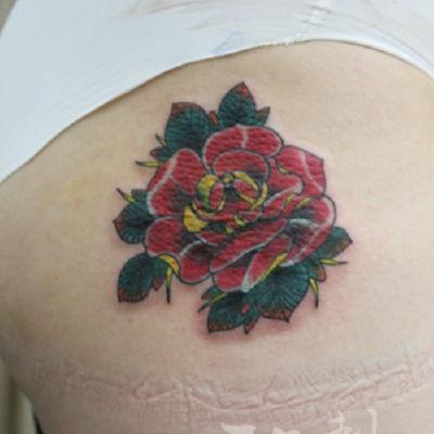 印象刺青-大腿玫瑰纹身图